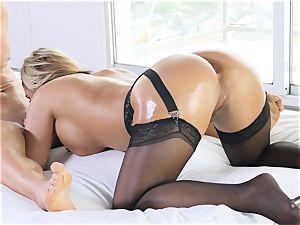cougar adult movie star Phoenix Marie stuffed deep in her jummy pussylips