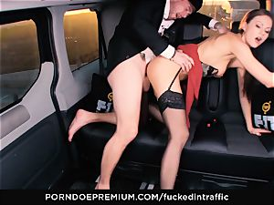 screwed IN TRAFFIC - Footjob and car fuck-fest with Tina Kay