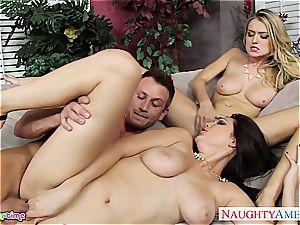 ambisexual Natalia Starr tear up in threeway