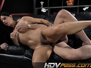 black-haired babe India Summer pulverizes with passion in livingroom