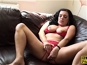 draining uk skank frolicking her raw pussy
