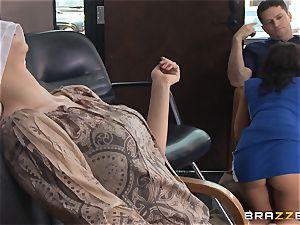 Hairdresser Rachel Starr catches a giant cumload