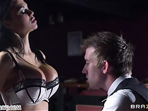 gorgeous chesty waitress Jasmine Jae gets her taut slit nailed by Danny