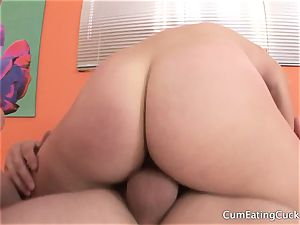 hotwife inhales trunk before cleaning up a sloppy vag
