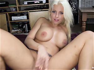 Britney Amber frigs Her poon