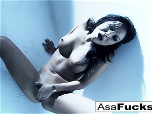 impressive Asa Akira plays with her gash